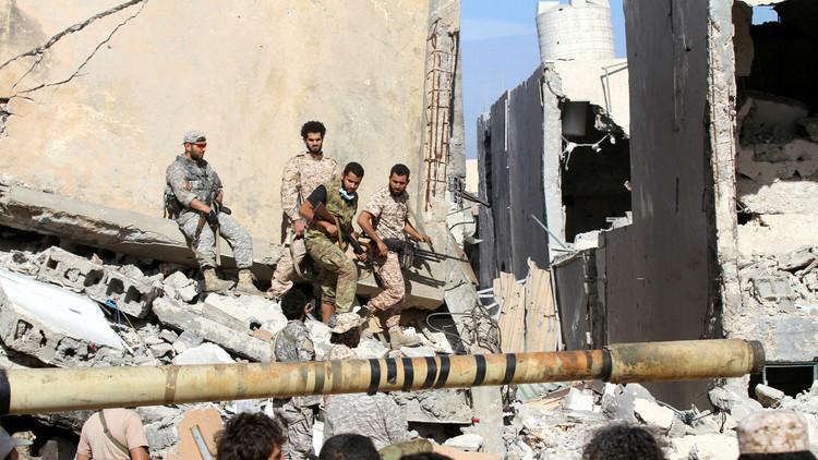 الهلال الأحمر الليبي ينقل 1700 جثة من ساحات المعارك في سرت