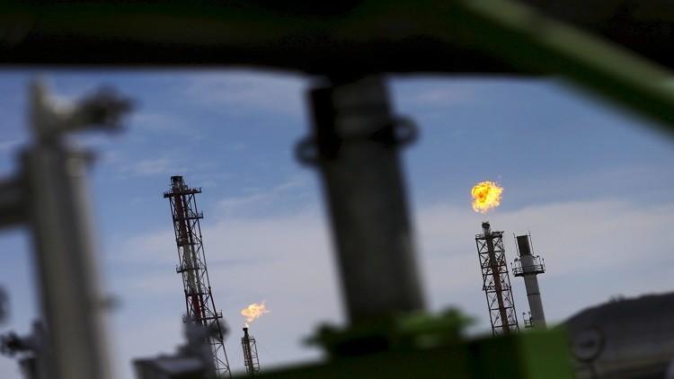 مكاسب قوية لأسعار النفط بعد اتفاق خفض الإنتاج