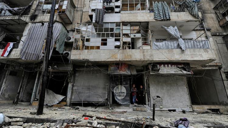 مركز حميميم: 6 آلاف مدني و360 مسلحا خرجوا من حلب في غضون 24 ساعة