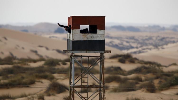 بالفيديو.. الجيش المصري يدمر عربة لتكفيريين في سيناء