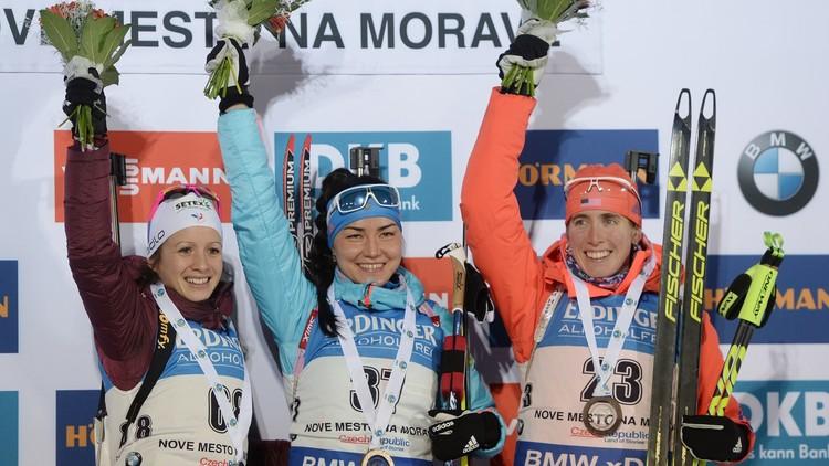 الروسية أكيموفا تفوز بأول ذهبية للبياتلون