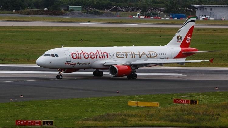 شركة طيران إماراتية تقلص التكاليف بخفض أعداد موظفيها