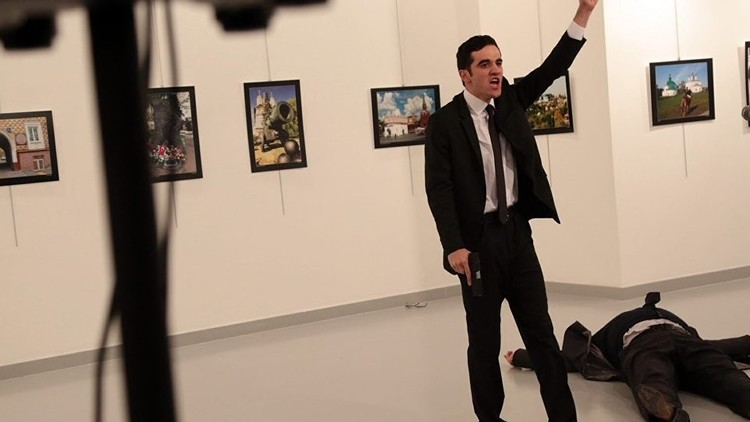بماذا صرخ قاتل السفير الروسي في أنقرة خلال تنفيذ عمليته؟