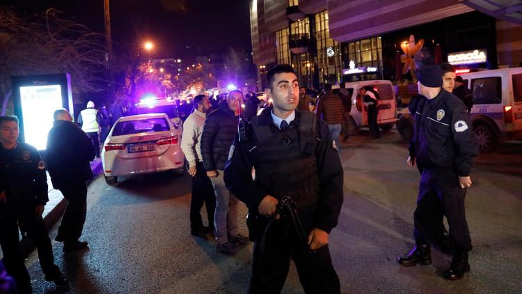 جاويش أوغلو: وصول خبراء روس إلى أنقرة قريبا للتحقيق في اغتيال السفير الروسي