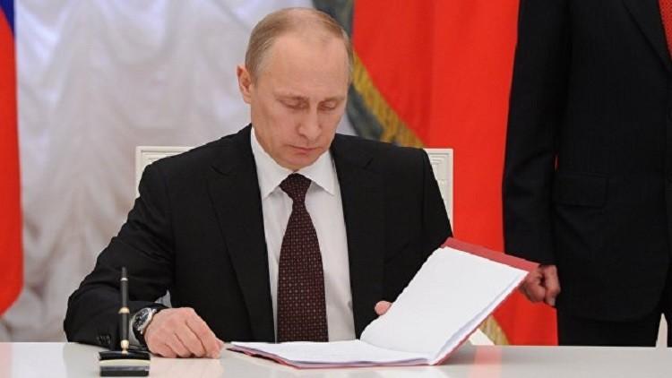 بوتين يصادق على الموازنة العامة