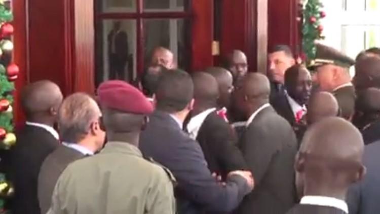 اشتباك بالأيدي بين حرس السيسي وحرس الرئيس الأوغندي