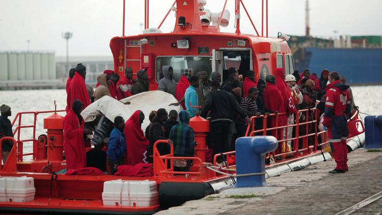 مقتل 7 مهاجرين وإنقاذ حوالي 300 آخرين في مياه المتوسط