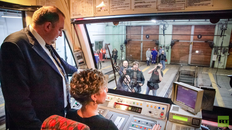 انطلاق قطار كأس القارات 2017 مترو الأنفاق بموسكو