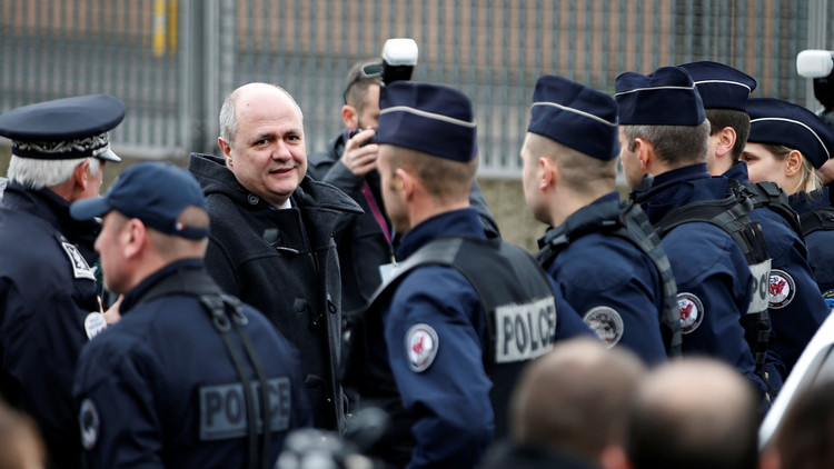 وزير الداخلية الفرنسي يتفقد الشرطة في باريس