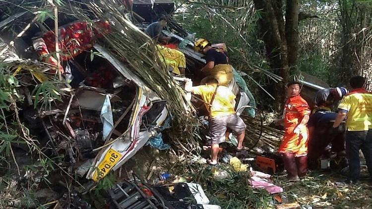 مصرع 14 شخصا بسقوط حافلة من منحدر في ماليزيا