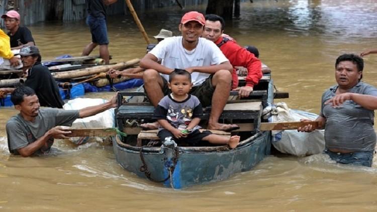 نزوح 100 ألف نسمة جراء فيضانات في إندونيسيا