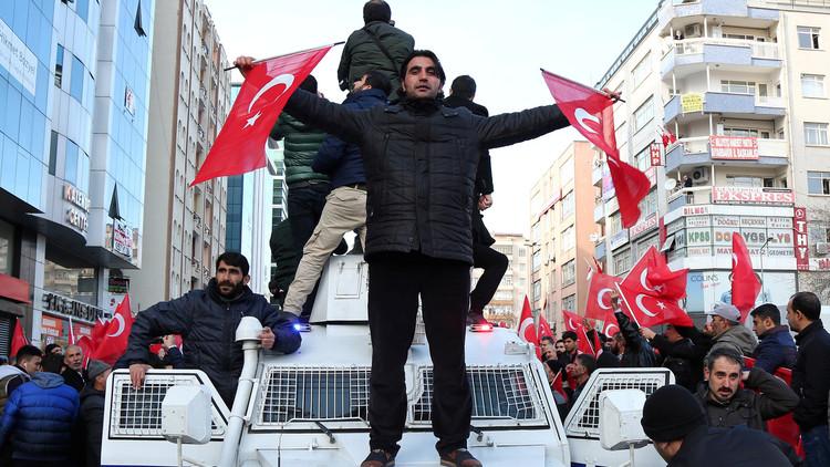تركيا.. التحقيق مع الآلاف من مستخدمي مواقع التواصل الاجتماعي
