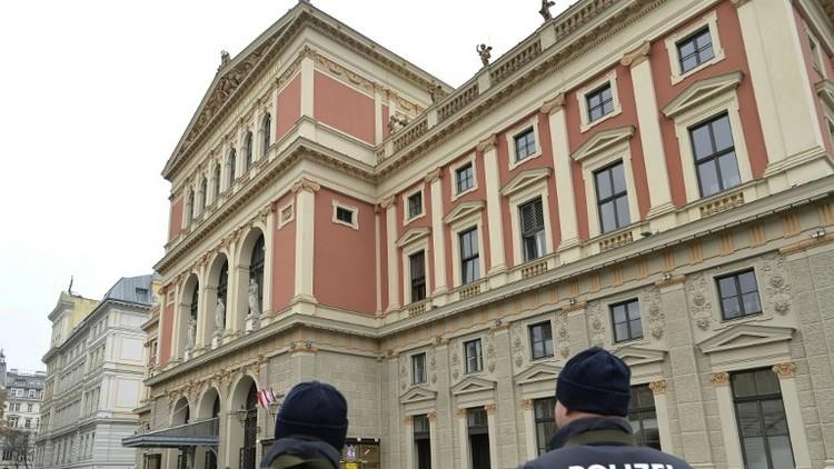 اعتقال رجلين مسلحين بالسكاكين قرب كنيس في فيينا