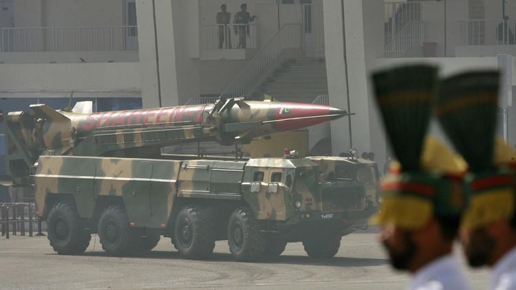 وزير الدفاع الباكستاني يوجه تحذيرا نوويا لإسرائيل