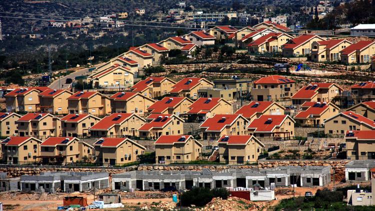 رغم قرارات محاكمها.. اسرائيل تكثف الاستيطان في الضفة الغربية