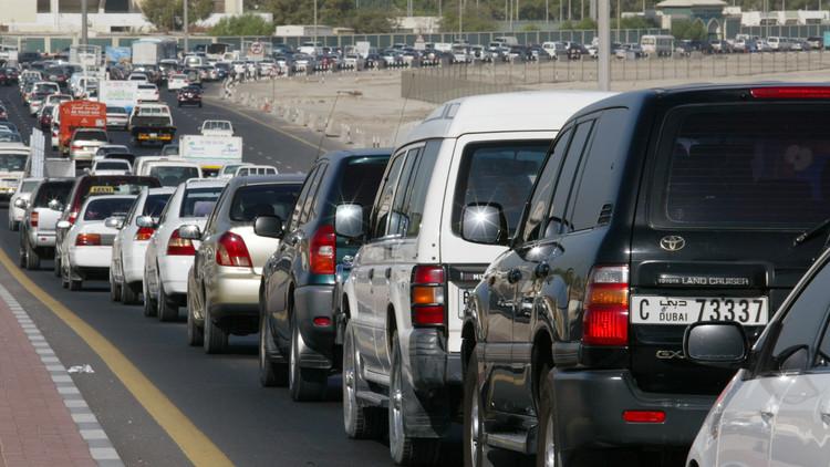 إصابة 26 شخصا في حادث تصادم في الإمارات