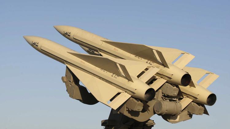 إيران تطلق صواريخ متوسطة المدى في مناورات