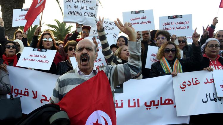 تخوفات وجدل في تونس بشأن عودة المتطرفين إلى البلاد