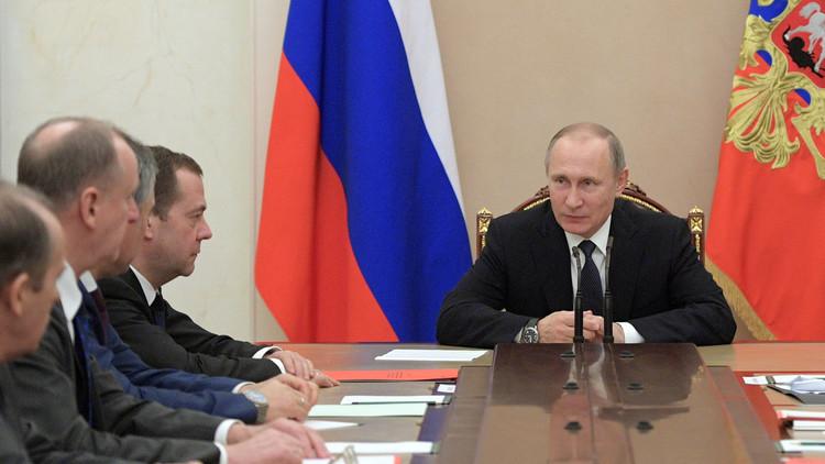 بوتين يبحث مع مجلس الأمن الروسي التسوية بسوريا