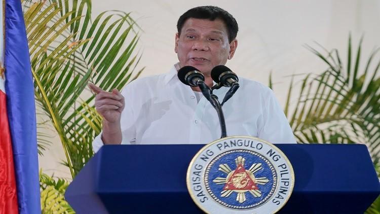 رئيس الفلبين: رميت شخصا من الهليكوبتر ومستعد لتكرار ذلك