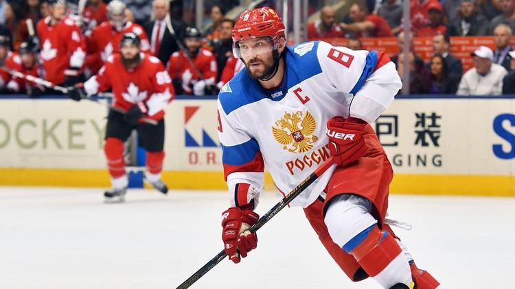 نجم المنتخب الروسي يتسلق سور منزله لحضور مباراة فريقه