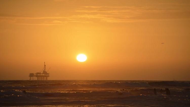 الطاقة الروسية تكشف عن توقعاتها لأسعار النفط في 2017