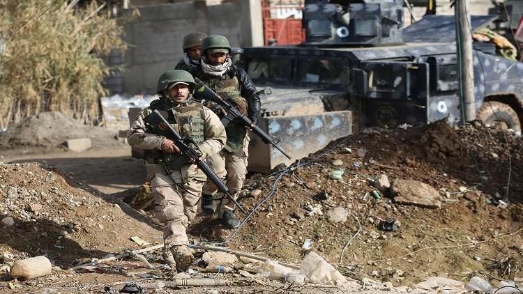 المئات يفرون من مناطق القتال في الموصل