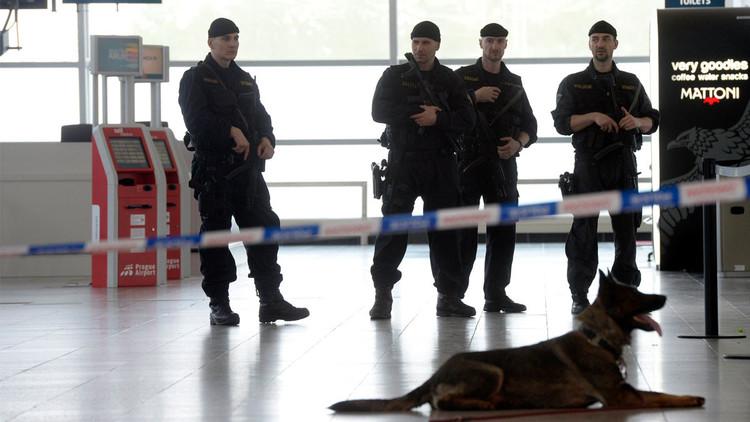 الداخلية التشيكية تؤكد توقيف شخص هدد بتفجير طائرة ركاب