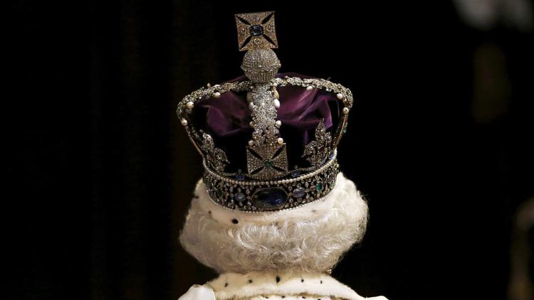 قصر بكنغهام ينفي أنباء عن وفاة الملكة إليزابيث الثانية