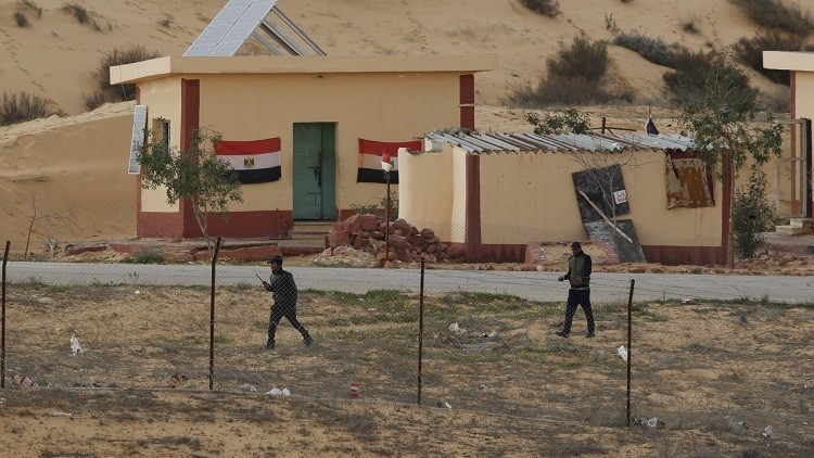 مصر.. مقتل ضابط شرطة ومجند في انفجار بشمال سيناء