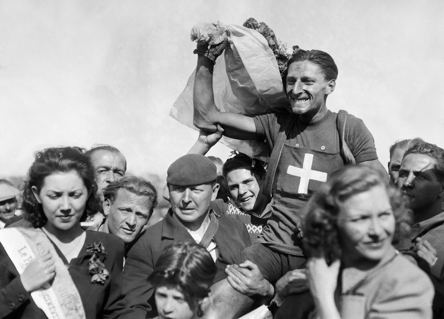 وفاة أول سويسري يحرز لقب دورة فرنسا للدراجات الهوائية