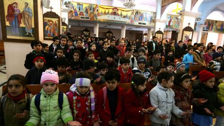 أطفال في مدينة معلولا المسيحية في سوريا
