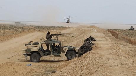 عناصر من القوات التونسية على الحدود الليبية