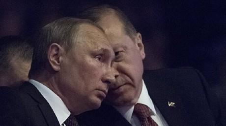 أرشيف - الرئيس الروسي فلاديمير بوتين والرئيس التركي رجب طيب أردوغان