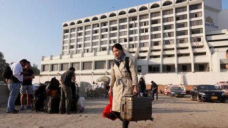 حريق ضخم بفندق في كراتشي