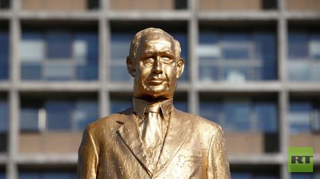 تمثال ذهبي لبنيامين نتنياهو