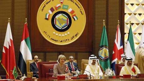تيريزا ماي أثناء مشاركتها في أعمال قمة مجلس التعاون الخليجي