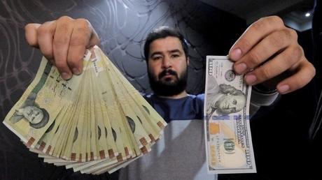 إيران تجري تغييرات على عملتها المحلية