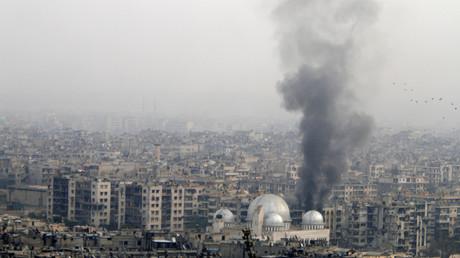 تصاعد أعمدة دخان بعد قصف مدينة حلب