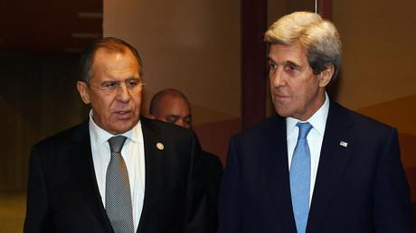 وزيرا الخارجية الروسي سيرغي لافروف والأمريكي جون كيري - أرشيف
