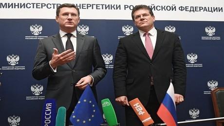 وزير الطاقة الروسي، ألكسندر نوفاك ونائب رئيس المفوضية الأوروبية لشؤون الطاقة، ماروش شيفتشوفيتش