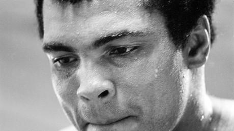 أسطورة الملاكمة العالمية الراحل محمد علي كلاي