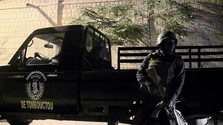 أحد عناصر الشرطة المالية