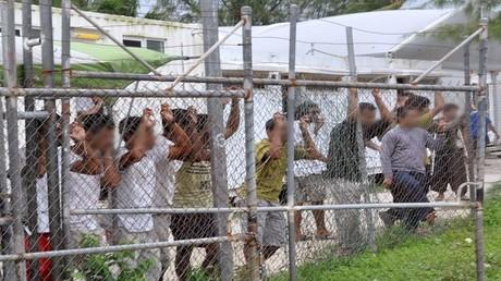 مركز لاحتجاز المهاجرين في جزيرة مانوس