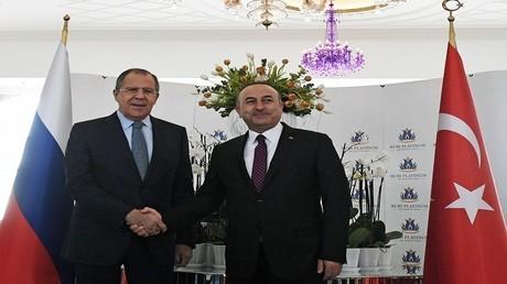 سيرغي لافروف مع نظيره التركي مولود جاويش أوغلو