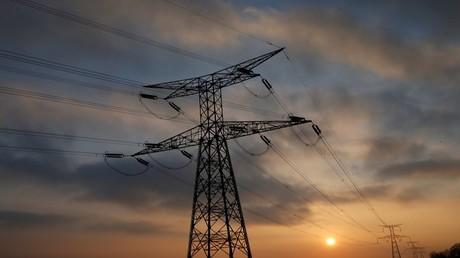 وزيرا الطاقة السعودي واليمني يبحثان الربط بين شبكتي كهرباء البلدين