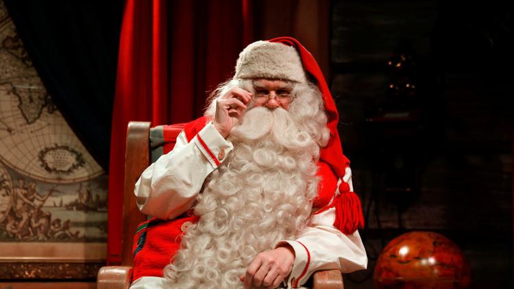 موسيقي إيطالي يفقد عمله بسبب بابا نويل