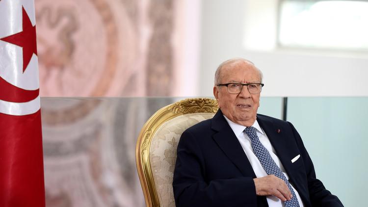 السبسي يعد التونسيين بعام أفضل مما سبقه