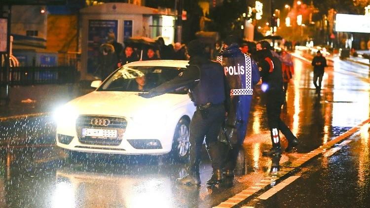 شرطة اسطنبول تستجوب سائق سيارة أجرة نقل منفذ هجوم رأس السنة