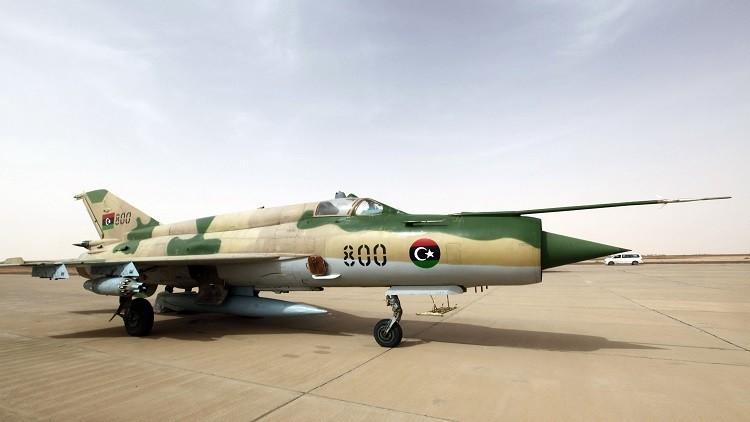 قوات شرق ليبيا تقصف طائرة نقل عسكرية وسط البلاد